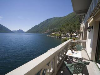 Lake Lugano lakeside apartment with stunning lake views