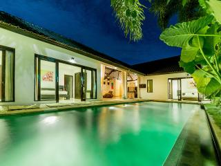 Luxury 3 br villa in the heart of Seminyak, Oberoi