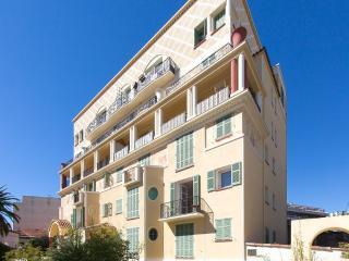 Sunny apartment with balcony, Antibes