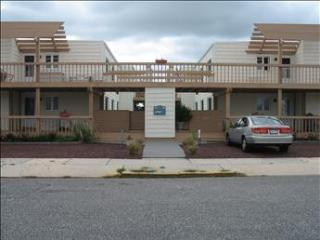 151 95th Street Garden House Condo with hot tub, Stone Harbor