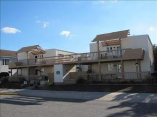 151 95th Street Garden House Condo arge deck and a wonderful oceanview, Stone Harbor