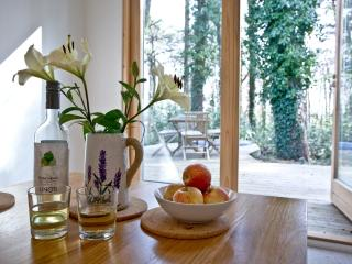 Hunters Lodge, 2 Indio Lake located in Bovey Tracey, Devon