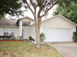4 Bedroom-lovely pool near Disney, Clermont