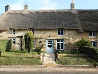 Yarrow Cottage - Unique Design in the Cotswolds