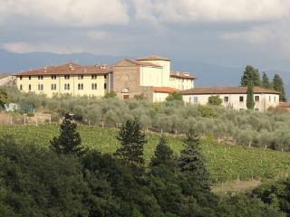 contesto unico, in ex convento immerso tra ulivi e viti