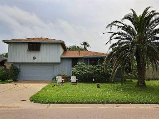 Family Home in Town, Walking Distance to Everything! Pet Friendly,, Port Aransas