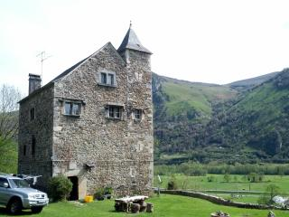 14th Century Hunting lodge in the Pyrenees, Gere-Belesten