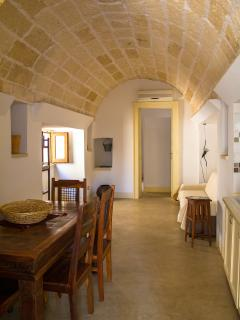 The dining area and the living room. La cucina e il salotto.
