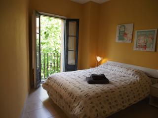 Affordable & Bright 2 bedroom apartment Old town, Girona