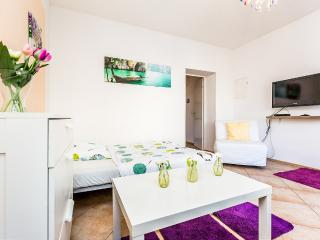 T02 Cozy apartment in Troisdorf Spich
