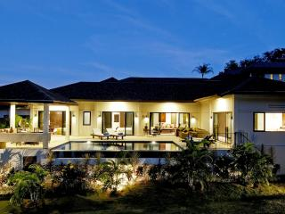 SAPPHIRE: 4 Bedroom Private Pool Villa near Beach, Sleeps 10