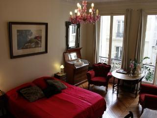 A room in Paris, Paris.Bed & Breakfast