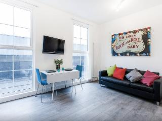 Fabulous 1 Bed Flat Camden Sleeps 4, London