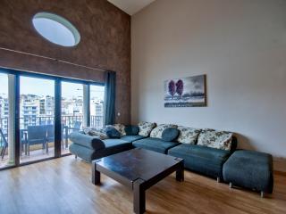 047 St Julian Seafront Duplex 4-bedroom Apartment, San Ġiljan