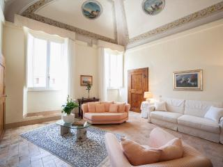 OFFERS! ELEGANT FRESCOED APARTMENT historic centre, Spoleto
