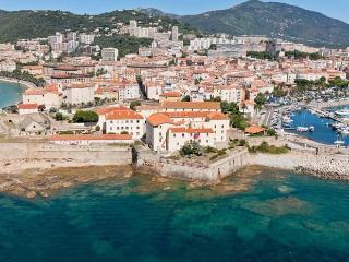 Ajaccio centre historique,  200 m de la plage