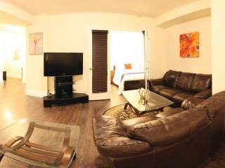 Luxury 3BD Furnished Suite + Free Housekeeping, Toronto
