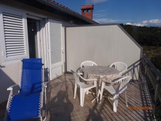 Milka Apartment for 5 with terrace and WiFi, Brodarica