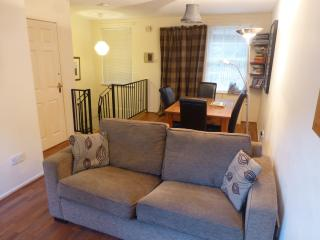 The livingroom with double sofabed and dining area