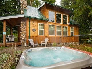 #11 Family Vacation Cabin with a Private Hot Tub!, Glacier