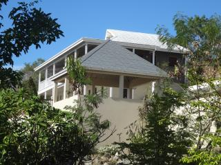 Silk Cotton House - Colonial style villa with stunning views and pool