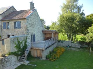 Terrasse avec abri et salon de jardin