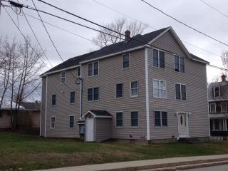 LARGE 3 BEDROOM W/AIR COND. & FREE BEACH PARKING