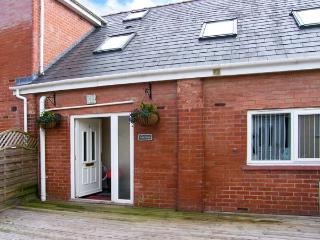CASTLE COTTAGE, spacious accommodation, good for families, WiFi, good walking