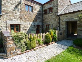 NIGHTINGALE COTTAGE, romantic retreat with woodburner, WiFi, en-suite, garden, East Taphouse Ref 918554, Two Waters Foot