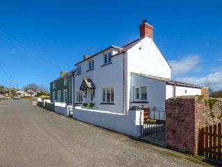 CLIFTON HOUSE, pet-friendly character cottage, WiFi, garden, St. Ishmaels Ref 92