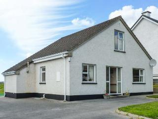 8 THE GLEBE, traditional, detached, open fire, lawned garden, in Donegal Town