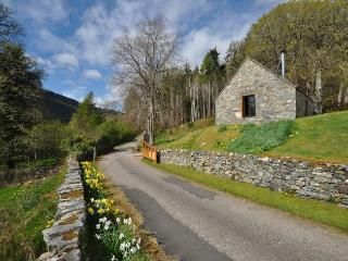 I662C Cottage situated in Loch Ness
