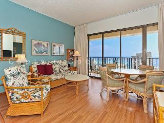 Sweeping ocean views from penthouse-level one-bedroom with AC!  Sleeps 5., Honolulu