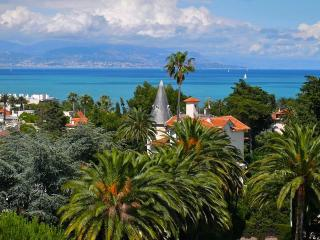 CAP D'ANTIBES - Apartment with Sea View at 5 min from the beach