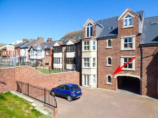 CADLIAM, ground floor apartment, WiFi, off road parking, in Whitby, Ref 14010