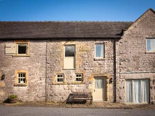 WELL COTTAGE, part of the Chatsworth Estate, pet-friendly, woodburner in Wetton