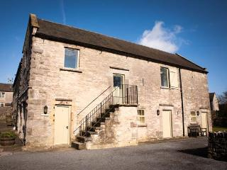 REDHURST COTTAGE, part of the Chatsworth Estate, pet-friendly, woodburner in, Wetton