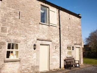 YEW TREE COTTAGE, part of the Chatsworth Estate, pet-friendly, woodburner in, Wetton