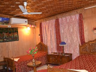 we have four super deluxe rooms, with free wifi,, Srinagar