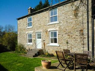 WEST HOUSE, family friendly, character holiday cottage, with a garden in Middleton-In-Teesdale, Ref 2040, Middleton in Teesdale