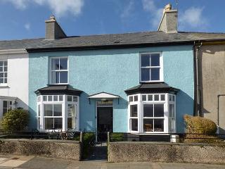 GLANDWR, terraced cottage with sea views, Smart TV, enclosed gardens, in