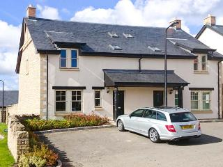 LEET HAUGH, WiFi, pet-friendly, enclosed garden, en-suite bedroom, in Coldstream, Ref 29802