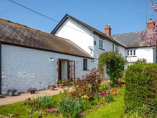 COED Y GELLI, romantic, character holiday cottage, with open fire in Abergavenny