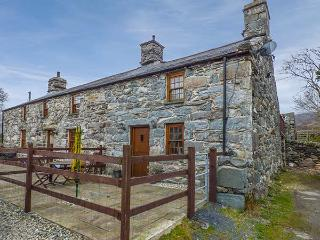 CWM YR AFON COTTAGE, pet-friendly, character cottage, with woodburner and WiFi in Llanbedr, Ref 4166