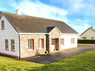 FUCHSIA LODGE, family friendly, country holiday cottage, with a garden in Ballyf