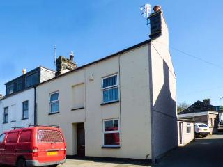 AMANDA, three storey, end-terrace cottage, four bedrooms, close to shops and pubs, in Porthmadog, Ref 7141