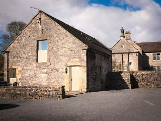 THORS BARN, part of the Chatsworth Estate, pet-friendly, woodburner in Wetton Ref 904711