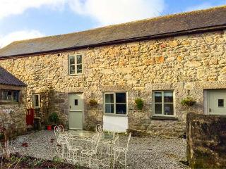 POLDARK COTTAGE, pet friendly, character holiday cottage, with a garden in Helston, Ref 911858
