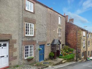 COSY COTTAGE 14 GREENHILL, character cottage, woodburner, near amenities, in Wirksworth, Ref. 918737