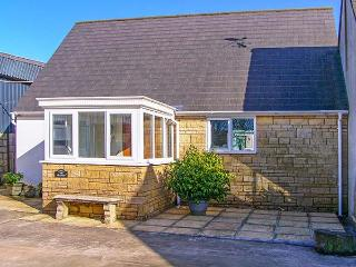 THE GRANARY, WiFi, detached, pet-friendly, enclosed garden, near Shepton Mallet, Ref. 920419